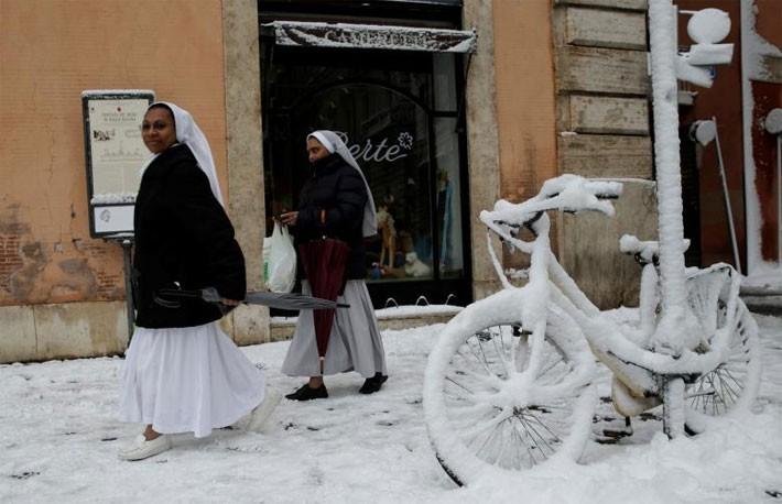 Hình ảnh siêu bão tuyết phủ trắng châu Âu - ảnh 9