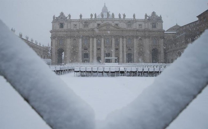 Hình ảnh siêu bão tuyết phủ trắng châu Âu - ảnh 11
