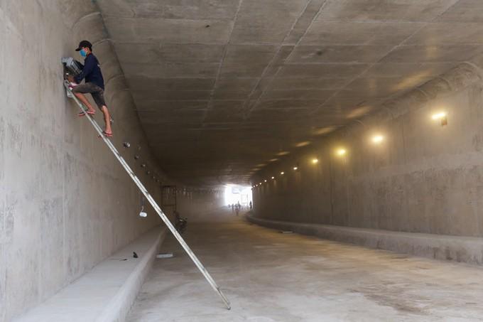 Hầm chui cửa ngõ Tây Bắc TP HCM trước ngày thông xe - ảnh 4