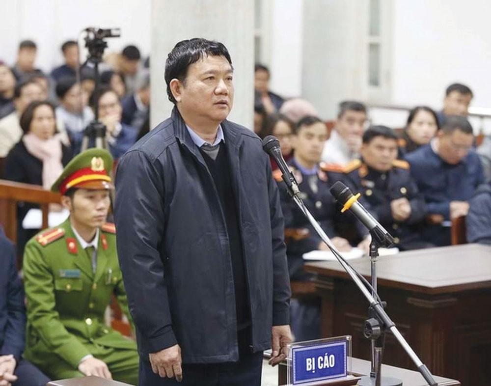 Ông Đinh La Thăng trong phiên tòa xét xử vụ án xảy ra tại PVN trước đó