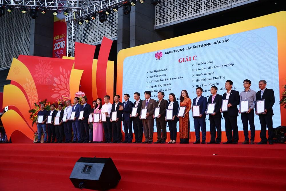 Báo Đấu thầu đạt Giải gian trưng bày ấn tượng, đặc sắc Hội báo toàn quốc năm 2018 - ảnh 3