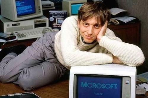 Bill Gates đã bỏ dở Harvard để tập trung cho Microsoft.