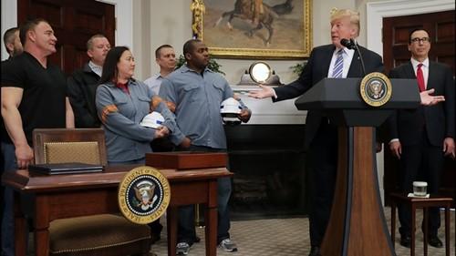 Ông Trump muốn bảo vệ các ngành công nghiệp trong nước. Ảnh:AFP