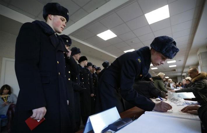Người Nga ăn mừng ông Putin tái đắc cử Tổng thống - ảnh 12