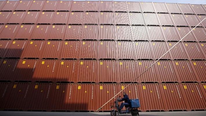 Những container hàng hóa chờ xuất khẩu tại cảng Thượng Hải, Trung Quốc, tháng 2/2016 - Ảnh: Reuters.