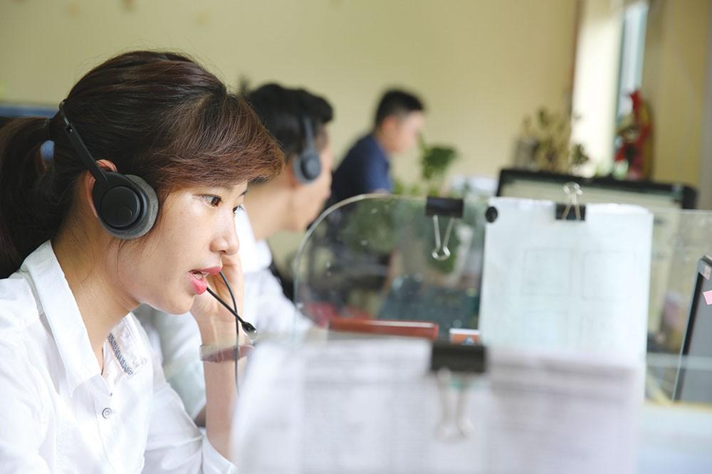 Việc đăng ký tư cách nhà thầu trên Hệ thống mạng đấu thầu quốc gia rất đơn giản, được Trung tâm Đấu thầu qua mạng quốc gia trực tiếp hướng dẫn thực hiện. Ảnh: Lê Tiên