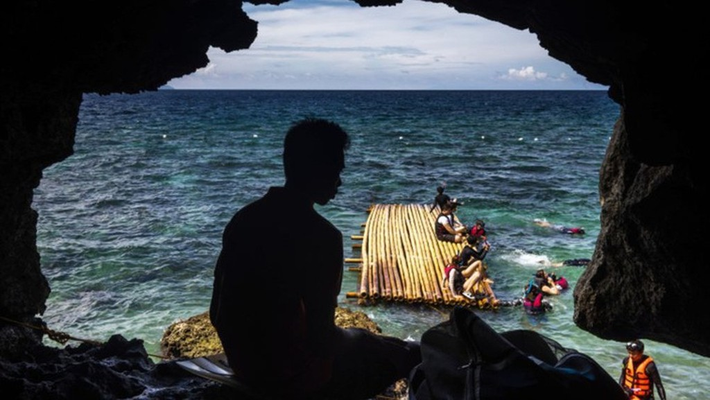 Boracay là một trong những đảo du lịch nổi tiếng nhất tại Philippines - Ảnh: Bloomberg.