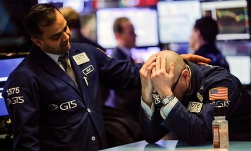 Chứng khoán Mỹ hôm qua lại lao dốc vì cổ phiếu công nghệ. Ảnh:AFP