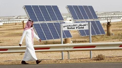 Một cơ sở sản xuất điện mặt trời củaSaudi Arabia. Ảnh:Reuters