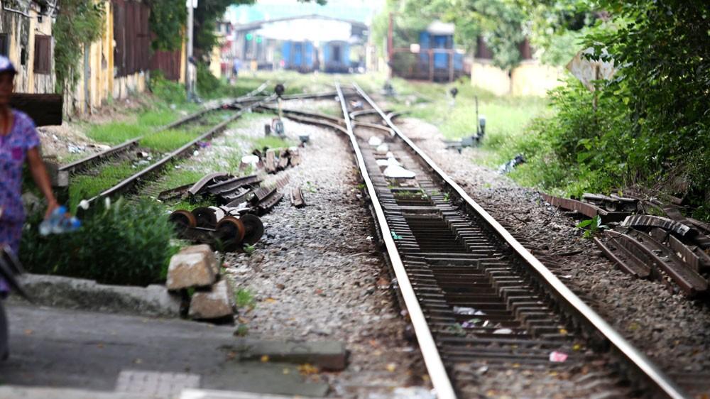 Nhu cầu cải tạo, sửa chữa, nâng cấp hạ tầng đường sắt nói chung và các đường ngang dân sinh để đảm bảo an toàn giao thông là rất lớn. Ảnh: Nhã Chi