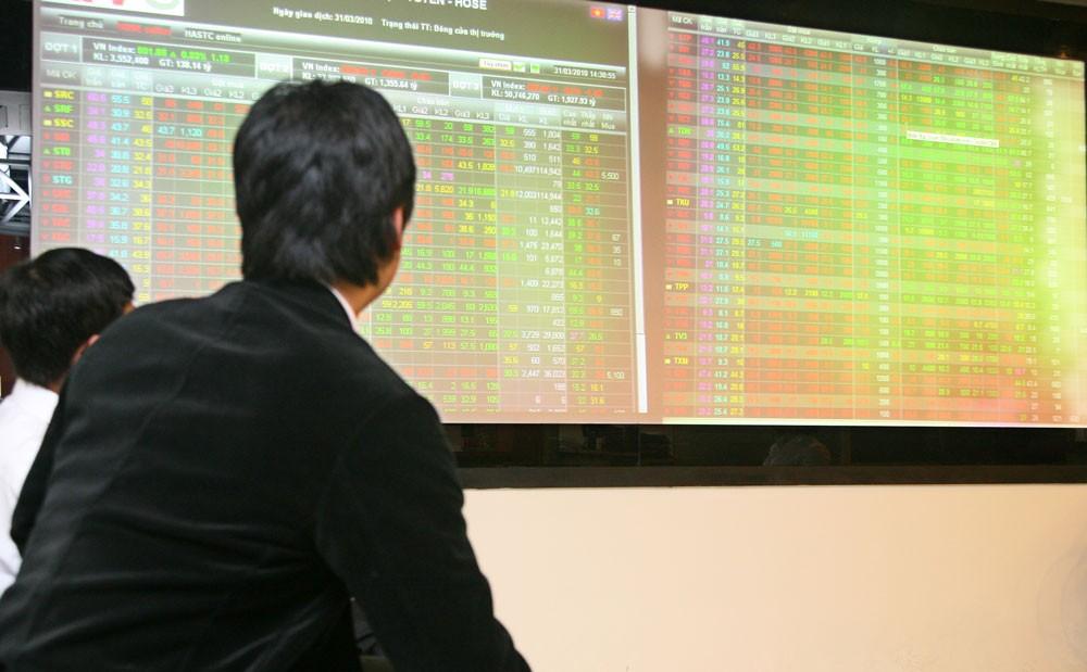 Thị trường chứng khoán sôi động khiến cho trái phiếu chuyển đổi hấp dẫn các nhà đầu tư. Ảnh: Đức Cường
