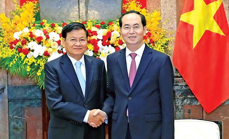 Chủ tịch nước Trần Đại Quang tiếp Thủ tướng Lào Thongloun Sisoulith. Ảnh: Nhàn Sáng