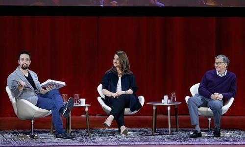Bill Gates cùng vợ trong buổi giao lưu tại New York hồi tháng trước. Ảnh:CNBC.