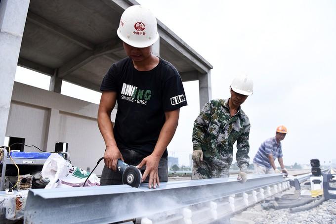 Nhà thầu tăng thêm công nhân cho dự án đường sắt Cát Linh - Hà Đông - ảnh 3