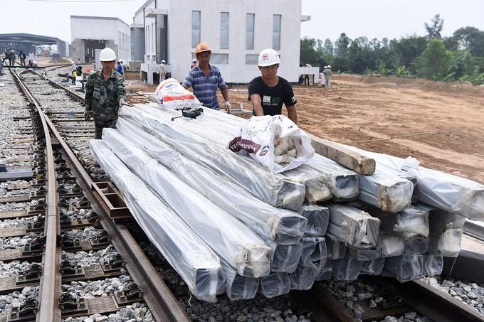 Nhà thầu tăng thêm công nhân cho dự án đường sắt Cát Linh - Hà Đông - ảnh 4
