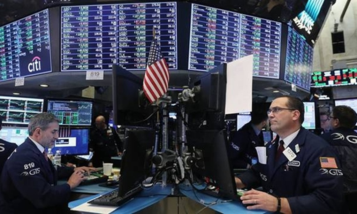 Nhân viên môi giới trên sàn NYSE của Mỹ. Ảnh:AFP