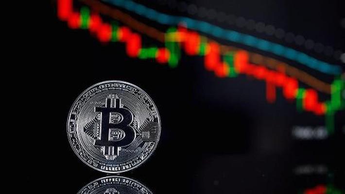 Là những tài sản phi tập trung và không có sự hậu thuẫn của các chính phủ, các đồng tiền ảo thường xuyên có sự biến động mạnh về giá - Ảnh: Getty/CNBC.