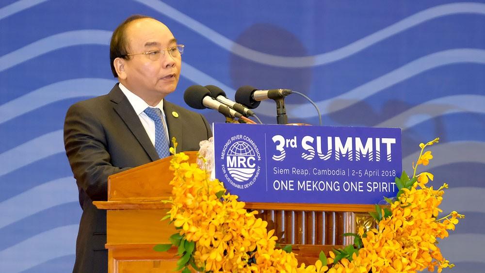 Thủ tướng Nguyễn Xuân Phúc phát biểu tại Hội nghị cấp cao Ủy hội sông Mê Kông quốc tế lần thứ 3. Ảnh: Quang Hiếu