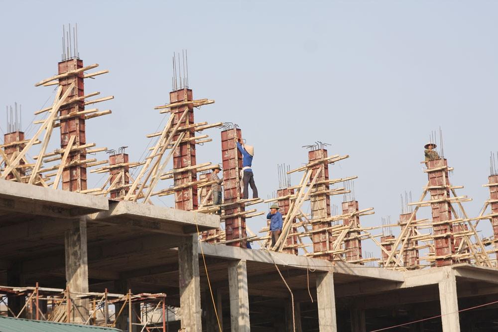 Năm 2017, toàn tỉnh Hòa Bình chỉ có 3 gói thầu xây lắp áp dụng hình thức lựa chọn nhà thầu qua mạng. Ảnh: Tiên Giang