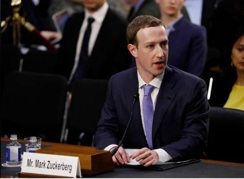 CEO Facebook - Mark Zuckerberg trong buổi điều trần. Ảnh:Reuters