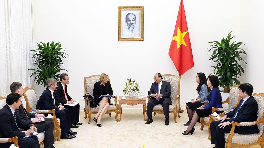 Thủ tướng tiếp bà Nena Stoiljkovic, Phó Chủ tịch IFC phụ trách khu vực châu Á - Thái Bình Dương. Ảnh: Quang Hiếu