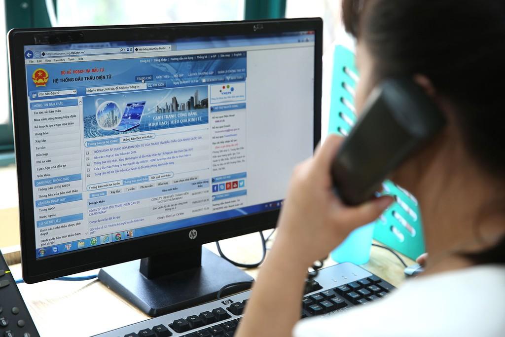 Nhà thầu cần cẩn trọng khi sử dụng đơn vị dịch vụ bên ngoài đại diện cho mình để đăng ký tham gia Hệ thống mạng đấu thầu quốc gia. Ảnh: Lê Tiên