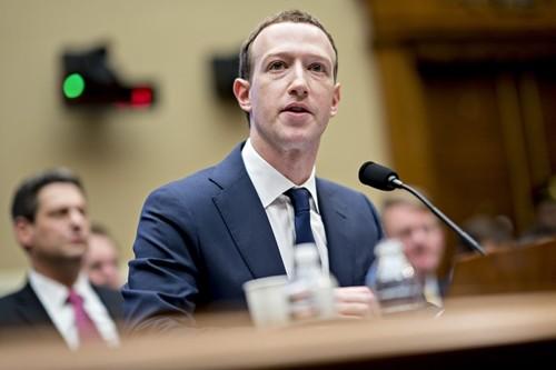CEO Facebook - Mark Zuckerberg trong phiên điều trần trước Hạ viện. Ảnh:Bloomberg
