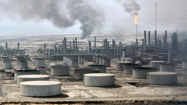 Một nhà máy lọc dầu ở Saudi Arabia - Ảnh: CNBC.
