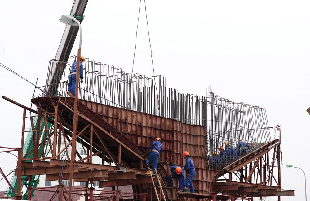 Cơ chế cho phép địa phương công bố giá riêng biệt là kẽ hở để các đơn vị tăng chi phí đầu tư xây dựng. Ảnh: Tường Lâm
