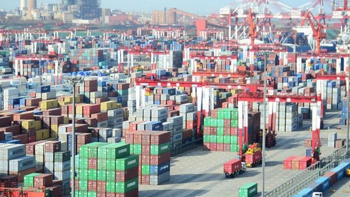Những container hàng hóa ở cảng Thanh Đảo, Sơn Đông, Trung Quốc - Ảnh: Reuters.