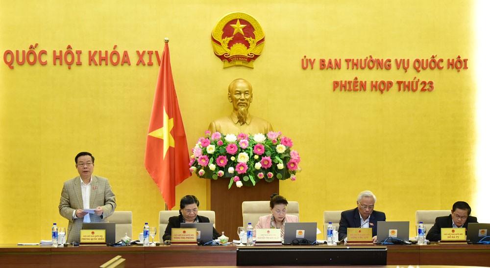 Ủy ban Thường vụ Quốc hội thảo luận về các vấn đề còn ý kiến khác nhau của Dự án Luật Đơn vị hành chính - kinh tế đặc biệt. Ảnh: Lâm Hiển