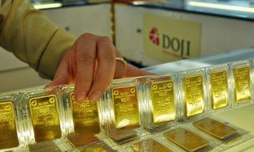 Giao dịch vàng miếng tại DOJI. Ảnh:PV.