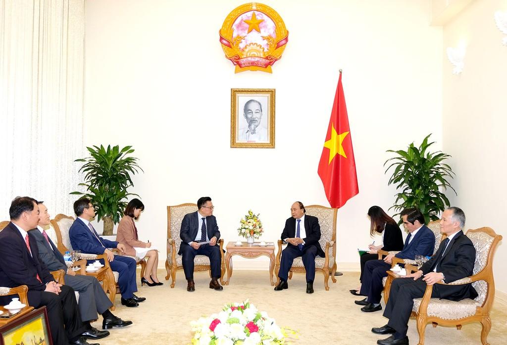 Thủ tướng Nguyễn Xuân Phúc tiếp ông Dongjin Koh, Tổng giám đốc điều hành Tập đoàn Samsung            Ảnh: Hiếu Nguyễn