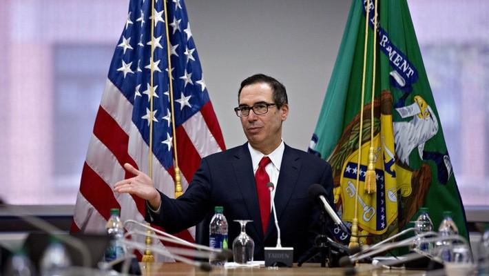Bộ trưởng Bộ Tài chính Mỹ Steven Mnuchin tại cuộc họp báo ở Washington hôm 21/4 - Ảnh: Bloomberg.