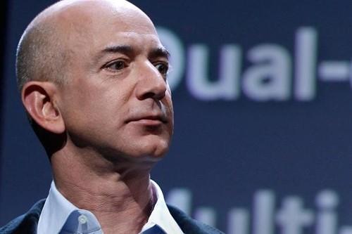 CEO Amazon - Jeff Bezos hiện là người giàu nhất hành tinh. Ảnh:Reuters