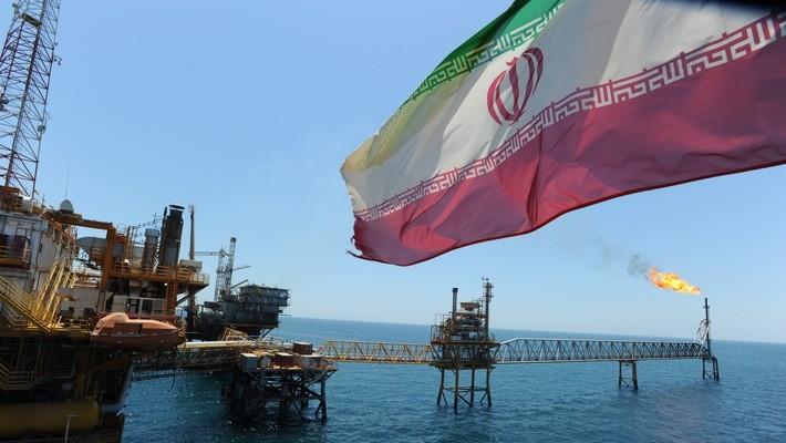 Một mỏ dầu của Iran trên Vịnh Ba Tư.