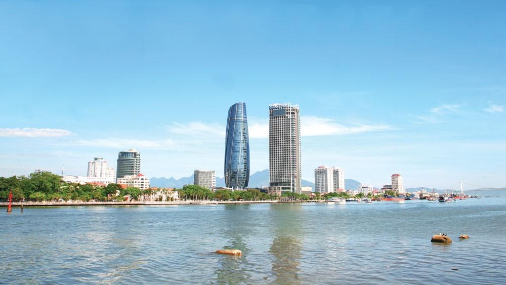 Năm 2017, TP. Đà Nẵng là địa phương dẫn đầu cả nước về tỷ lệ số gói thầu áp dụng đấu thầu qua mạng. Ảnh: Lê Tiên