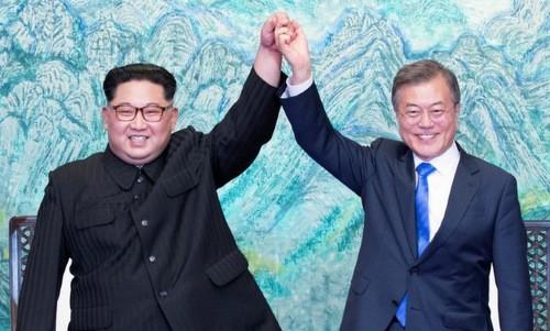 Lãnh đạo Triều Tiên và Tổng thống Hàn Quốc trong cuộc họp thượng đỉnh. Ảnh:Reuters.