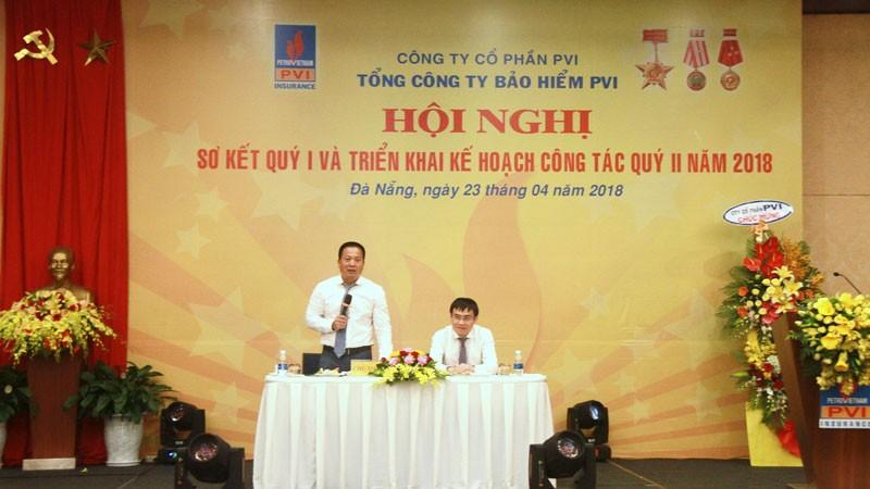Ông Phạm Anh Đức (trái) - Chủ tịch Hội đồng thành viên và ông Trương Quốc Lâm - Tổng giám đốc Bảo hiểm PVI điều hành Hội nghị