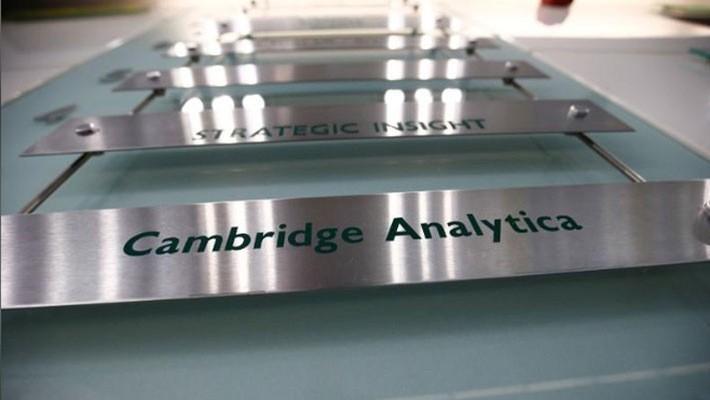 Bảng tên Cambridge Analytica tại tòa nhà văn phòng nơi công ty này đặt trụ sở ở London, tháng 3/2018 - Ảnh: Reuters.