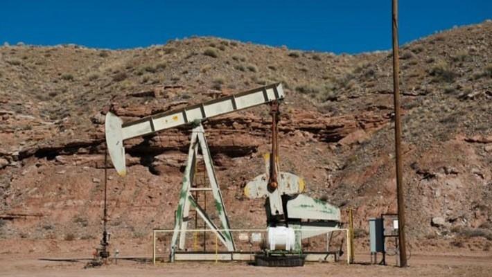 Máy bơm dầu trên một mỏ dầu ở Aneth, Utah, Mỹ - Ảnh: Reuters.