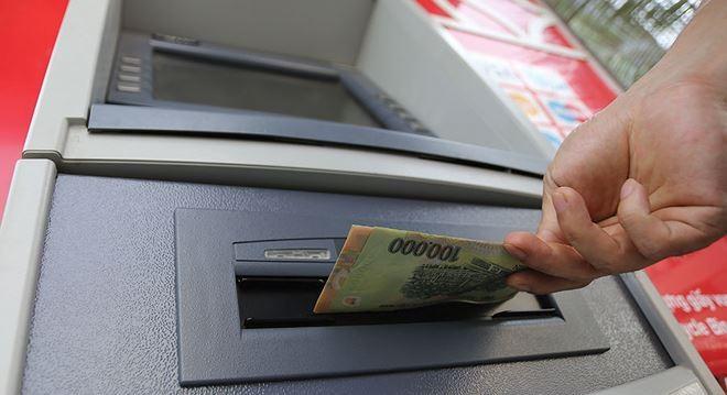 Khách hàng nên kiểm tra ATM trước khi giao dịch để kịp thời phát hiện dấu hiệu bất thường