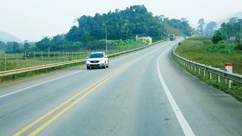 Dự án Xây dựng đường cao tốc Tuyên Quang - Phú Thọ kết nối với cao tốc Nội Bài - Lào Cai theo hợp đồng BOT (giai đoạn 1) có chi phí xây dựng dự kiến gần 1.690 tỷ đồng. Ảnh: Lê Tiên