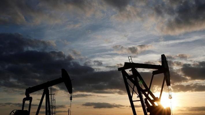 Ngân hàng Goldman Sachs dự báo giá dầu Brent sẽ lên mức 82,5 USD/thùng vào mùa hè năm nay - Ảnh: Reuters.