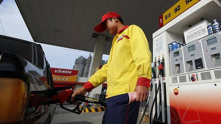 Một trạm xăng ở Thượng Hải, Trung Quốc - Ảnh: AP.