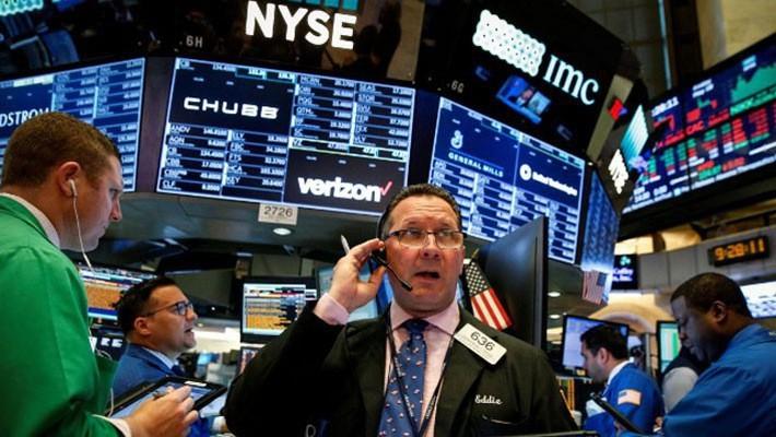 Các nhà giao dịch cổ phiếu trên sàn NYSE ở New York, Mỹ, ngày 18/5 - Ảnh: Reuters.