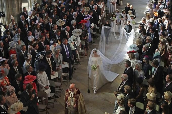 Những khoảnh khắc ấn tượng trong lễ cưới Hoàng tử Anh - ảnh 10