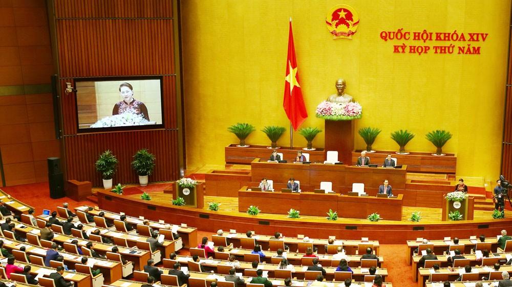 Kỳ họp thứ 5 Quốc hội khóa XIV xem xét, thông qua nhiều nội dung quan trọng về kinh tế - xã hội. Ảnh: Lê Tiên