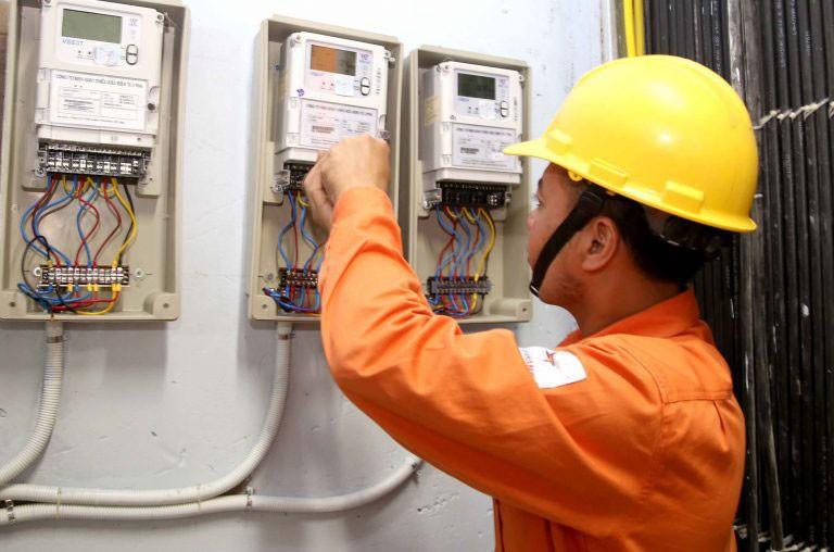 Chủ nhà trọ có trách nhiệm thu tiền điện của người thuê nhà theo đúng giá bán lẻ điện trong hoá đơn tiền điện hàng tháng cộng thêm 10% tổn thất điện năng và chi phí chung
