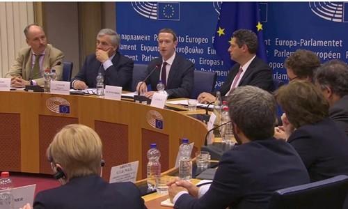 Mark Zuckberg trong phiên điều trần hôm qua tại EU. Ảnh:Reuters